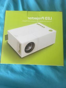 DeEplee LED Mini Projector